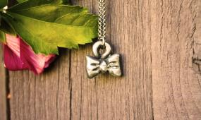 Rustic Necklace Bow