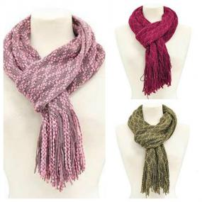 CLOSEOUT......Fringed Knit Scarf.....SHIPS FREE
