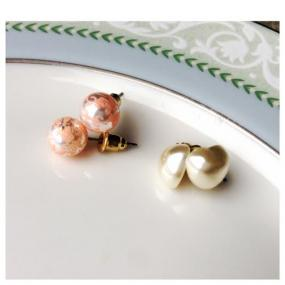 $2 Sophisticated Studs White Heart Pearl Earrings.....FREE SHIPPING