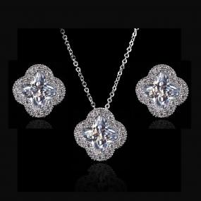 GRADUATION GIFT....Chic Crystal Clover Set.....FREE SHIPPING