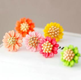 Little Daisy Flower Studs....FREE SHIPPING